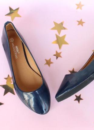 Шикарные туфли, балетки 37 размера на низком ходу