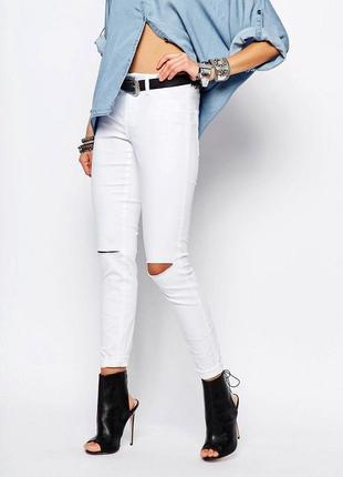 Стильные белые джинсы скинни, актуальные зауженные штаны