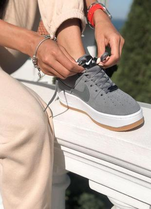 Шикарные женские кроссовки nike air force sage grey найк