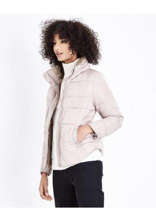 Нежная пудровая куртка демисезон с мехом и капюшоном, стеганая...