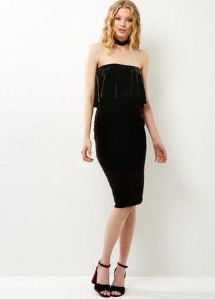 Невероятное велюровое платье миди с открытыми плечами и волано...