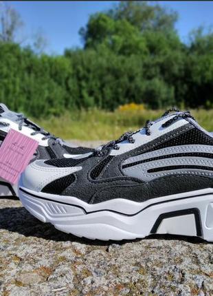 Стильні кросівки для підлітка. р-р 37-38