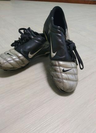 Ретро футбольная обувь Nike