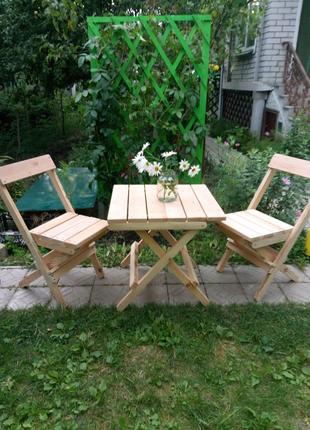 Раскладные стол и два кресла из массива ольхи и сосны.