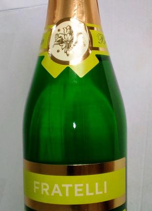Fratelli Fragolino Bianco Фрателли Фраголино шампанское п/сладкое