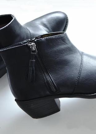 Ботинки с кисточками от clockhouse