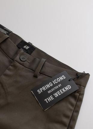 Отличные зауженные брюки чинос, цвета хаки от бренда h&m