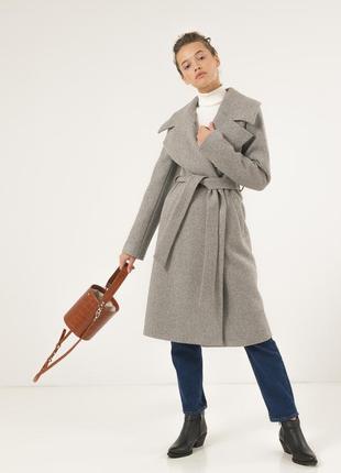 Стильное женское пальто season светло-серого цвета