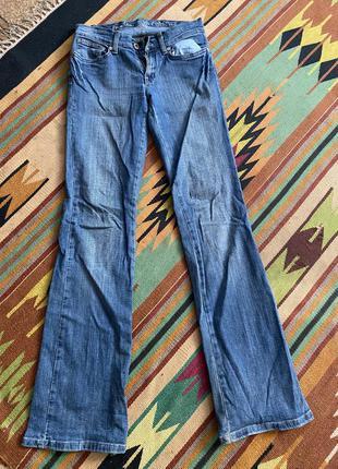 Синие клешевые джинсы стрейчевые глория джинс s m