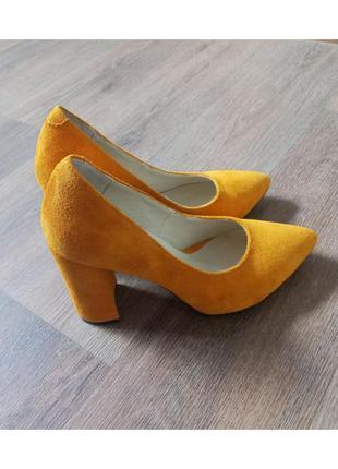 Замшевые туфли - лодочки на устойчивом каблуке!