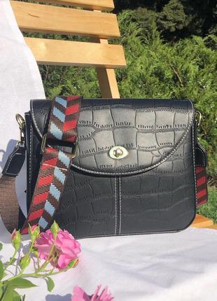 Чёрная женская сумка с широким цветным ремешком, сумка кроссбо...