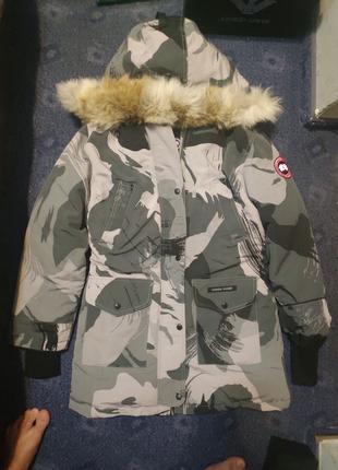 Зимняя курточка Canada goose