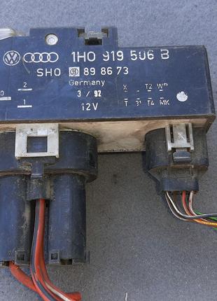 Блок управления вентилятора радиатора Volkswagen Passat 1988-1996