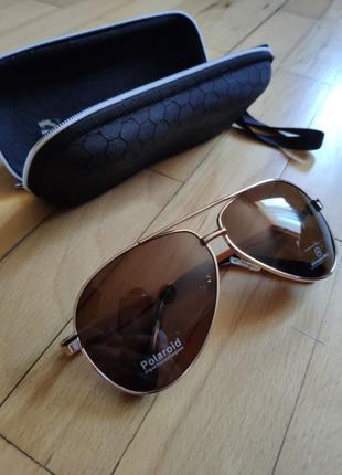 Солнцезащитные очки Mercedes-Benz с чехлом Polaroid