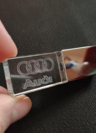 Подарочная флешка Audi логотип 32GB флешка flash светится