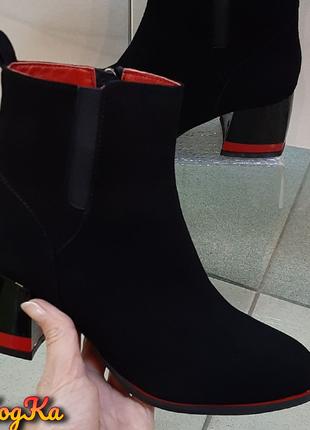 Женские замшевые осенние ботинки на каблуке
