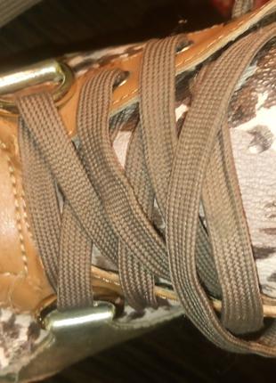 Женские кроссовки GUESS,оригинал,р.37,5, блестящие,хорошие,дешево