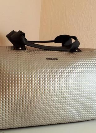 Спортивная сумка calvin klein кельвин кляйн черная, сумка в сп...
