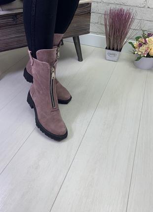 Женские высокие ботинки пудра  на низком ходу натуральная замша