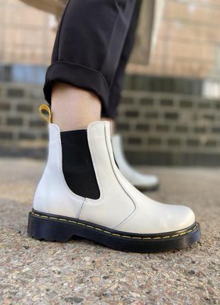 Кожаные ботинки челси на платформе с резинками