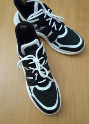 Новые черно-белые кожаные кроссовки