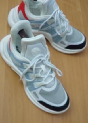 Новые кожаные красно-бело-голубые кроссовки
