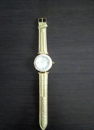 Наручные часы Oriflame