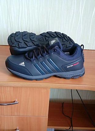 Мужские кожаные кроссовки adidas waterproof.
