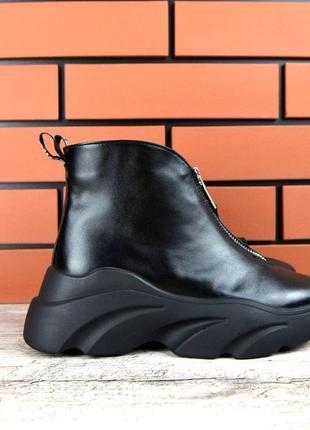 Кожаные осенние ботинки на массивной подошве