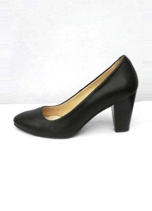 Черные классические кожаные туфли лодочки на среднем каблуке w...