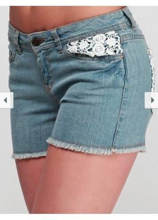 Женские джинсовые шорты с кружевом