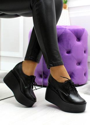 Кожаные туфли на платформе танкетке