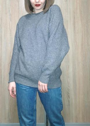 Тёплый мягкий кашемировый серый удлиненный свитер на манжетах