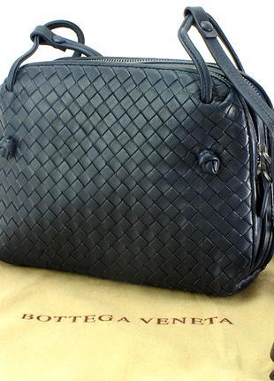 Чёрная женская кожаная сумка.
