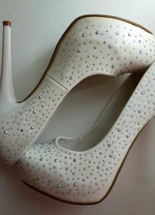 Белые туфли rima