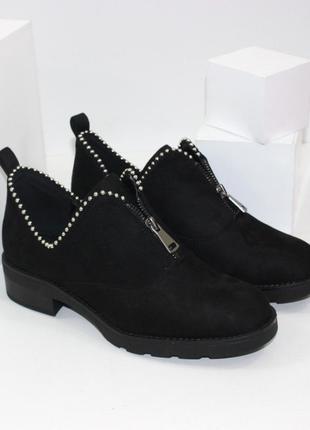 Стильные женские черные замшевые туфли с декором