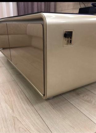 Смарт стол с холодильником и аудиосистемой