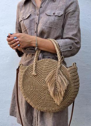 Плетеная круглая сумка из джута