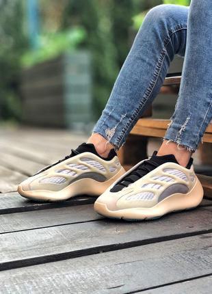 Бежевые кроссовки унисекс adidas yeezy boost 700