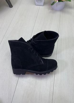 Женские ботинки черные на низком ходу натуральная замша PLATE