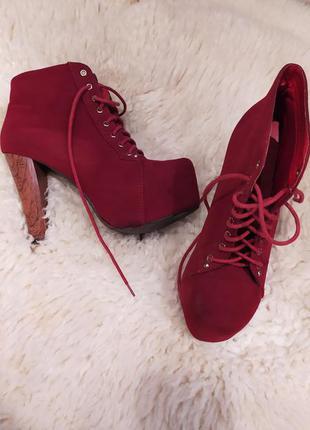 Ботинки на высоком каблуке . шнуровка ♥️