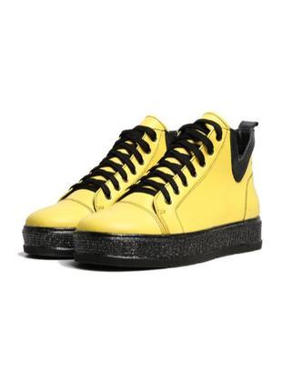 Демисезонные кожаные женские ботинки на шнуровке
