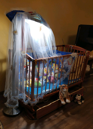 Кроватка детская деревянная ,качается .бампер и накидка