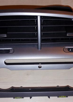 Рамка управления вентиляции и обогрева на Seat Altea 2010-