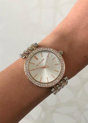 Женские металлические часы серебристые с розовым золотом на ме...