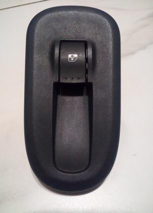 Кнопка стеклоподъемниками Рено