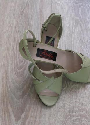 Туфли женские бежевого цвета(сток) .