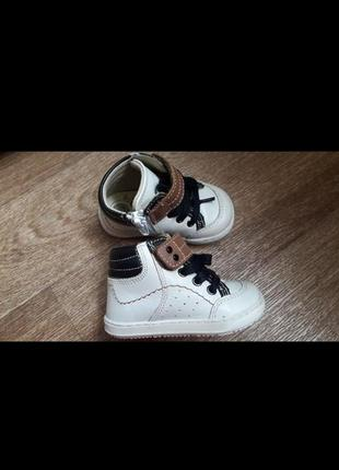 Кожаные ботиночки  chicco  18 размер