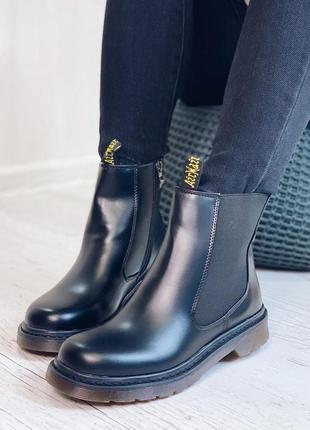 Стильные черные демисезонные ботинки-челси