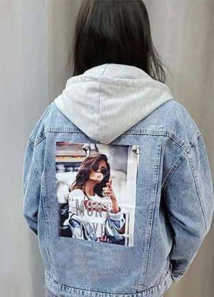 Джинсовая женская куртка с капюшоном